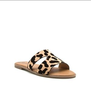 New! Qupid sandals leopard print size 7